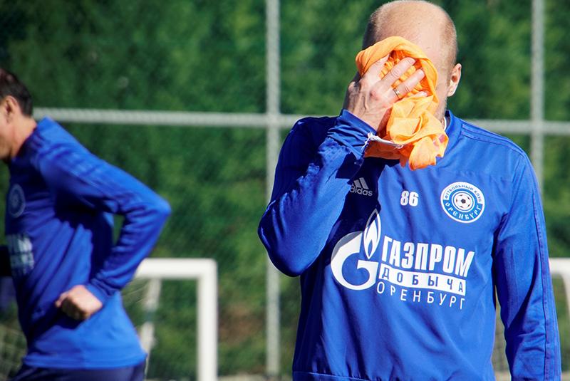 «Оренбург» уступил македонскому клубу