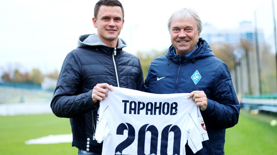 Иван Таранов получил памятную футболку в честь 200 матчей за «Крылья Советов»