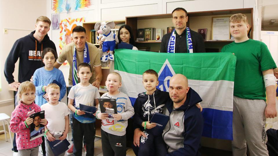 Евгений Конюхов и Тарас Бурлак посетили детское отделение онкологии