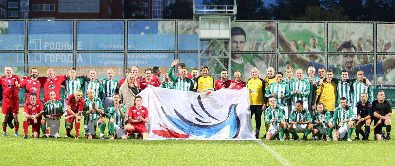 Футбольные болельщики помогли Владу Лупанину отправиться на лечение