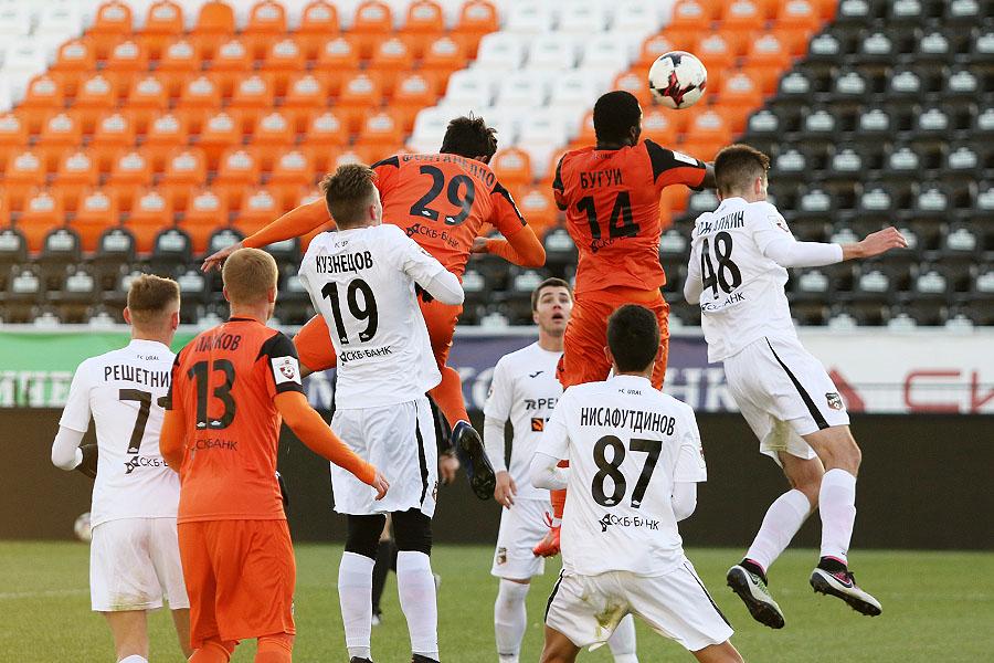 Футболисты «Урала» провели товарищеский матч