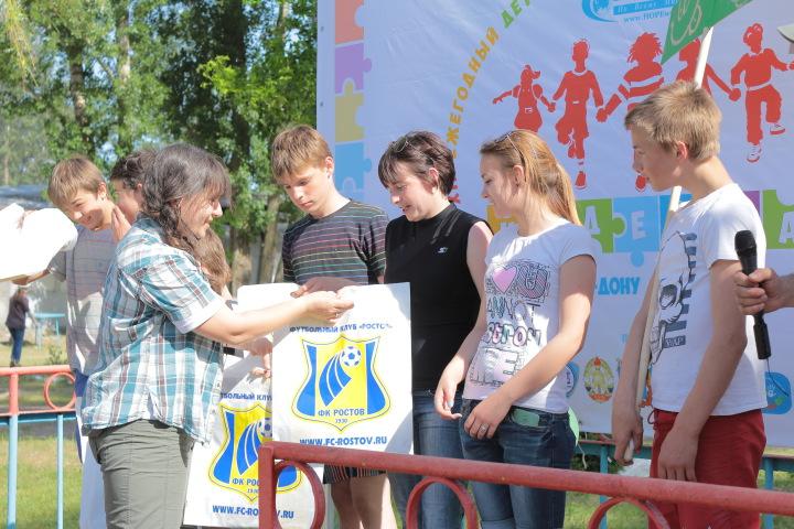 ФК «Ростов» наградил участников детского фестиваля «Надежда»