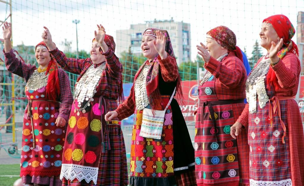 «Бурановские бабушки» презентуют на «Металлурге» песню о Чемпионате Мира