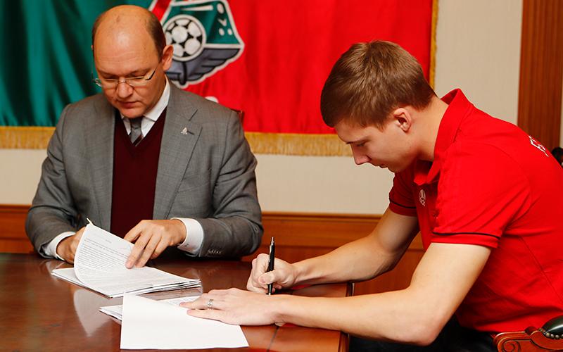 Михаил Лысов продлил соглашение с «Локомотивом»