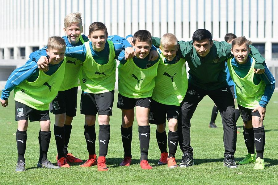Футболисты «Краснодара» пообщались с воспитанниками Академии