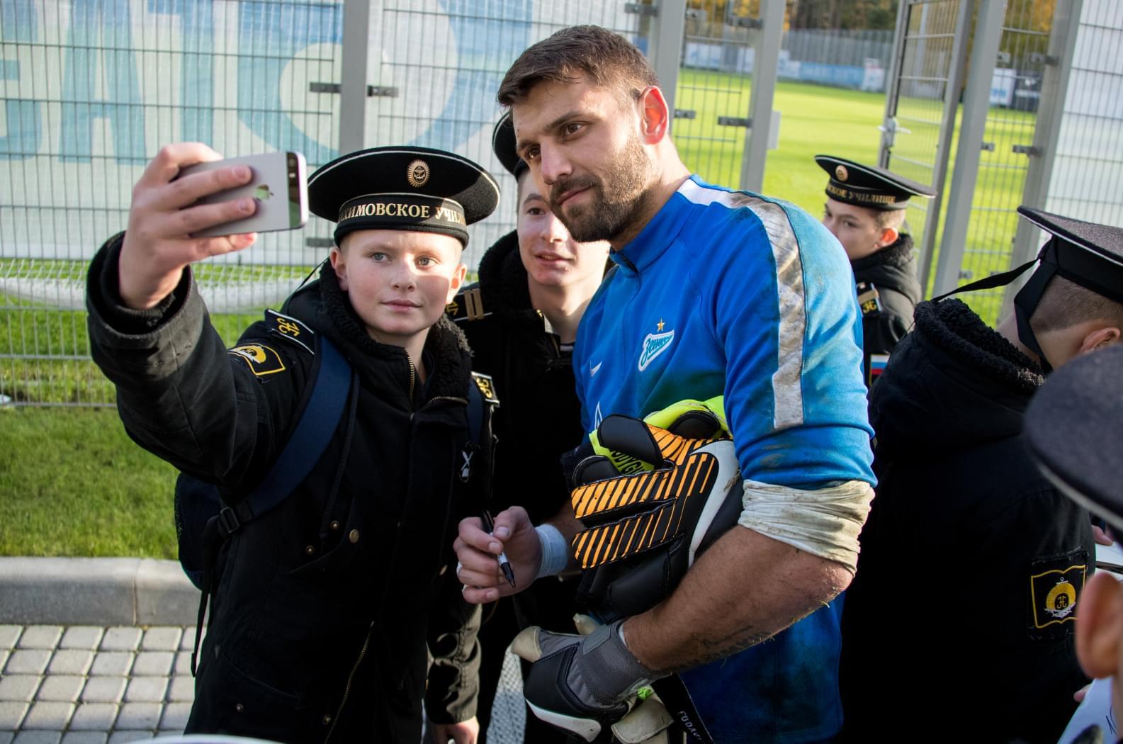 Студенты Нахимовского военно-морского училища встретились с футболистами «Зенита»