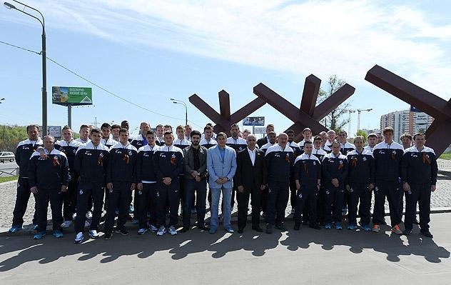 ФК «Динамо» возложил цветы к монументу, посвященному Великой Отечественной Войне