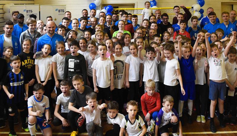 Московское «Динамо» в полном составе посетило школу Антона Шунина