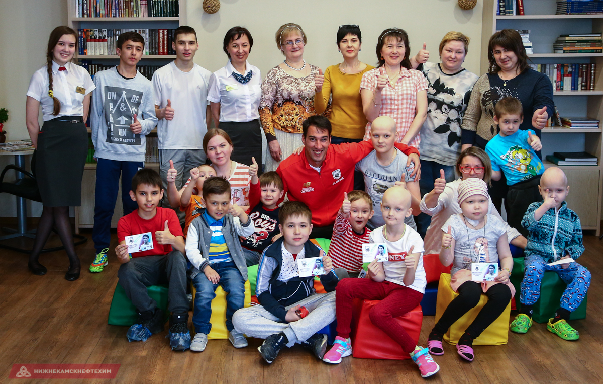 Юбилей клуба – повод дарить подарки детям
