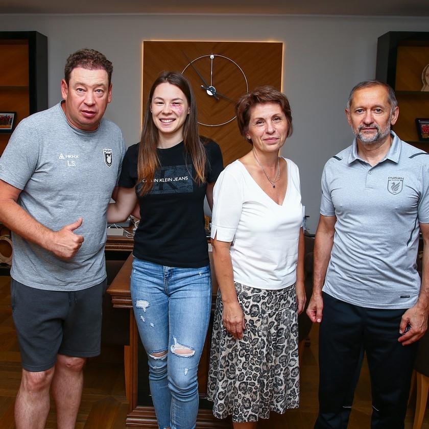 Олимпийская чемпионка по фехтованию Марта Мартьянова посетила базу «Рубина»