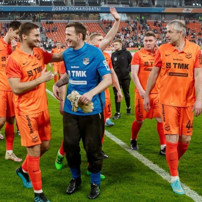 «Урал» провёл шоу-матч с «Амкалом»
