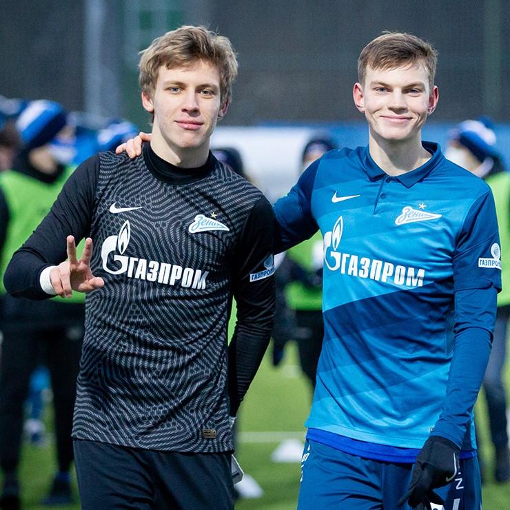 «Зенит» продлил контракты с Даниилом Одоевским и Данилой Хотулевым