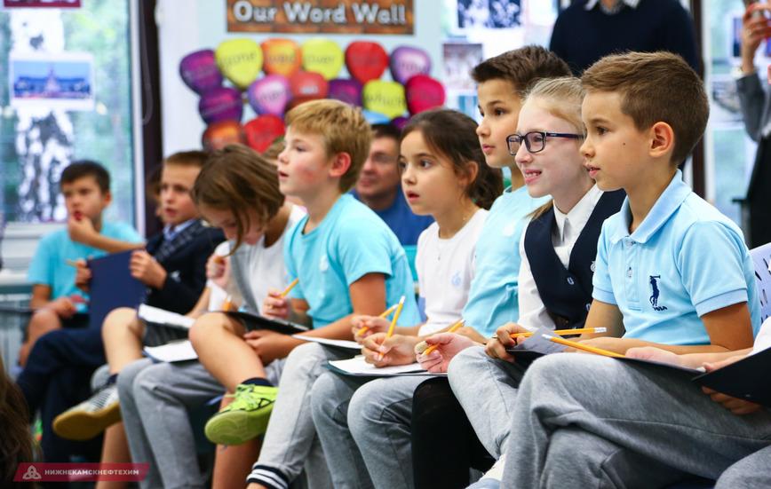 Карадениз посетил международную школу