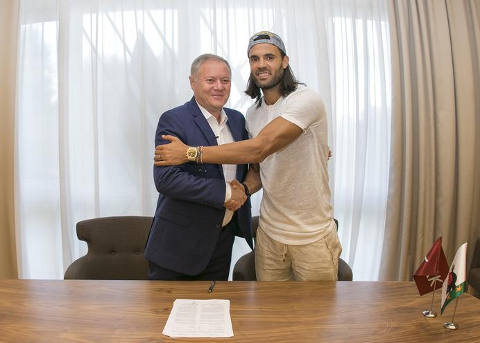 «Рубин» подписал контракт с испанским защитником Серхио Санчесом