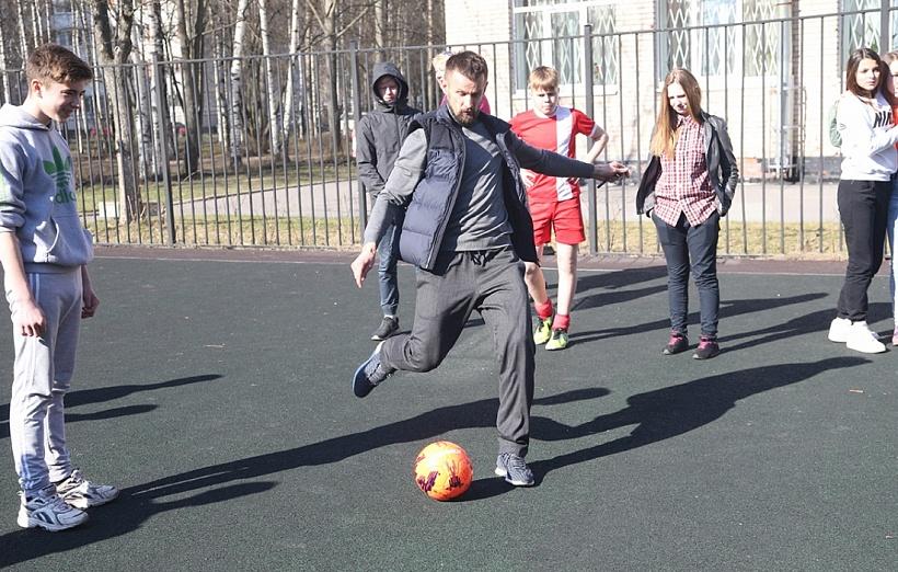 Сергей Семак сыграл в футбол с воспитанниками детского дома № 3