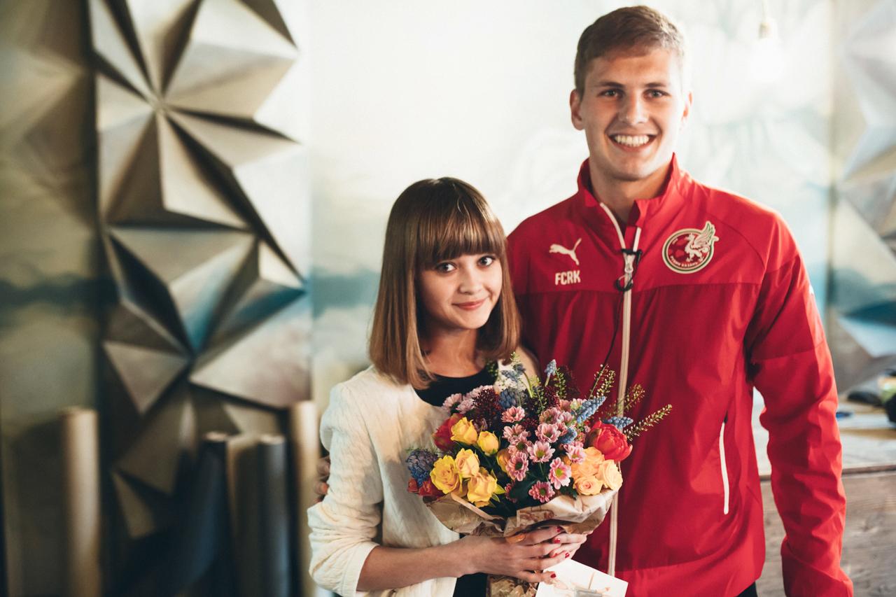 Игроки «Рубина» поздравили двух особенных болельщиц клуба