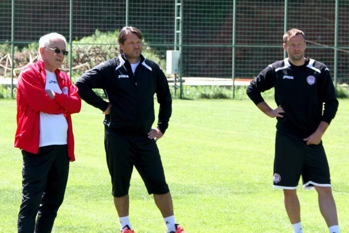 Тренерский штаб Гаджи Гаджиева оформил свои отношения с «Амкаром»