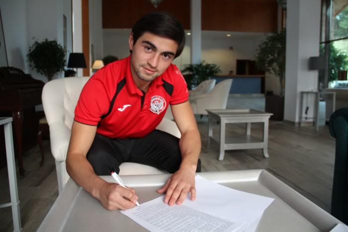 Алихан Шаваев продлил контракт с «Амкаром»