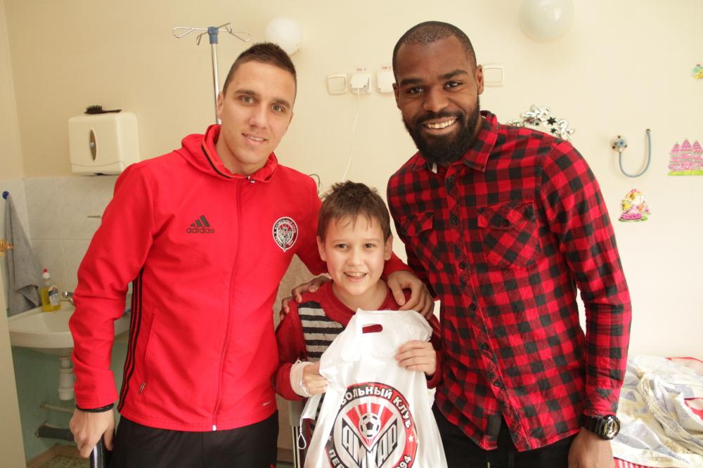 Брайн Идову и Бранко Йовичич поддержали 12-летнего Дениса в борьбе с болезнью