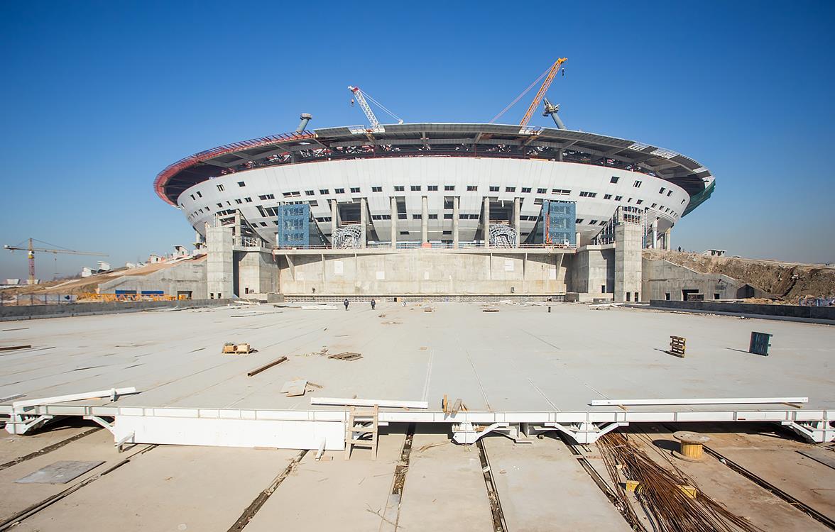 На стадионе на Крестовском завершен монтаж металлоконструкций выкатного поля