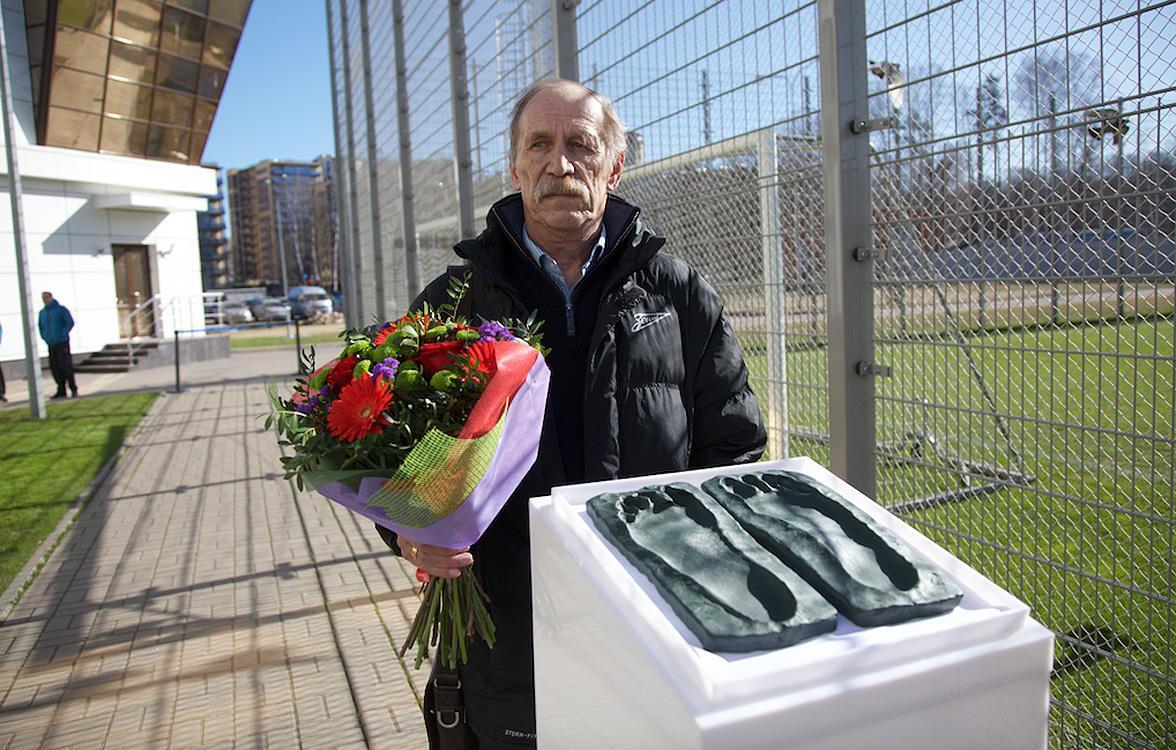 Владимир Голубев оставил отпечатки стоп для клубного музея