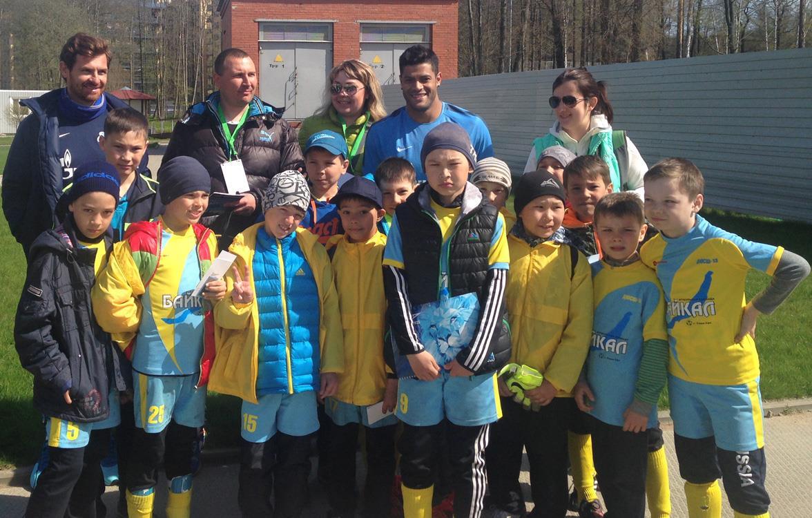 На тренировке «Зенита» побывала команда из Улан-Удэ