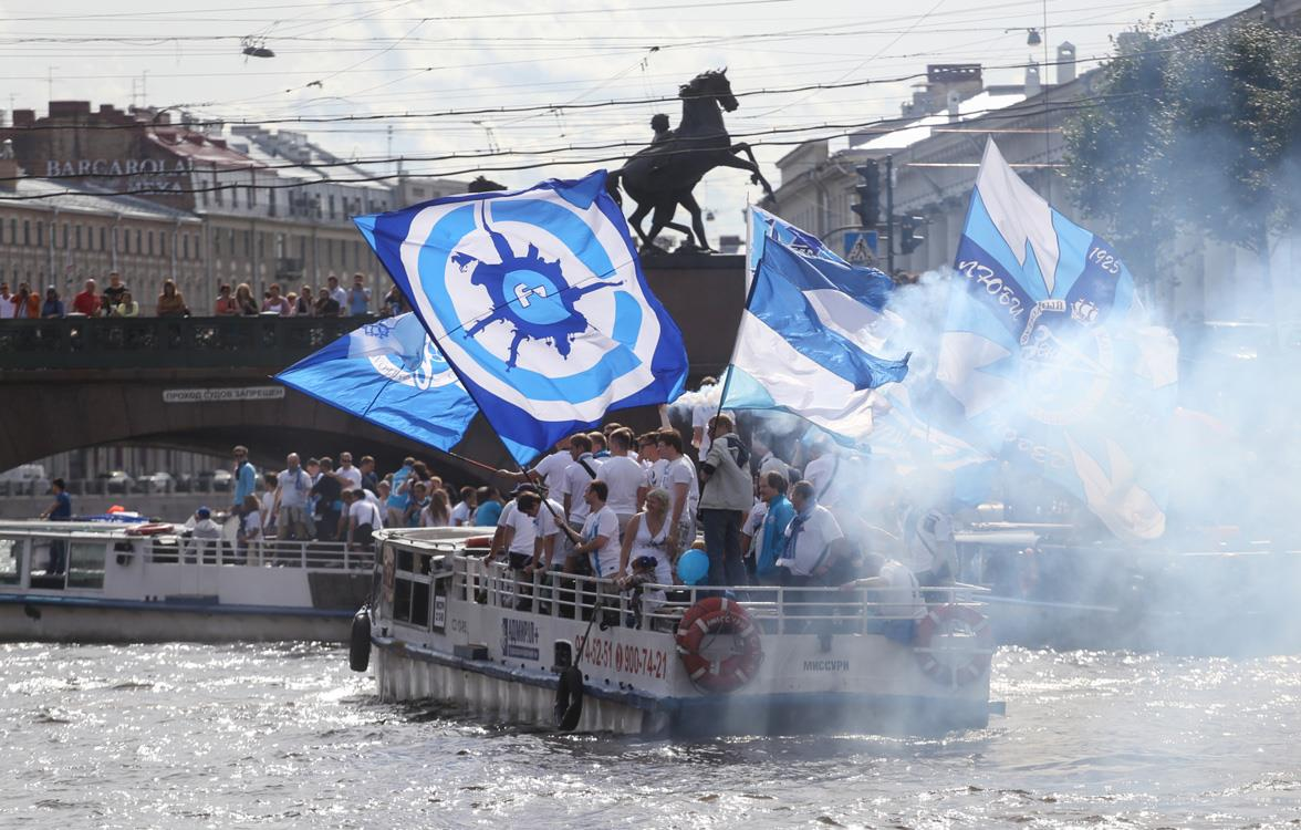 Болельщики «Зенита» пройдут перед матчем с «Тереком» по Неве