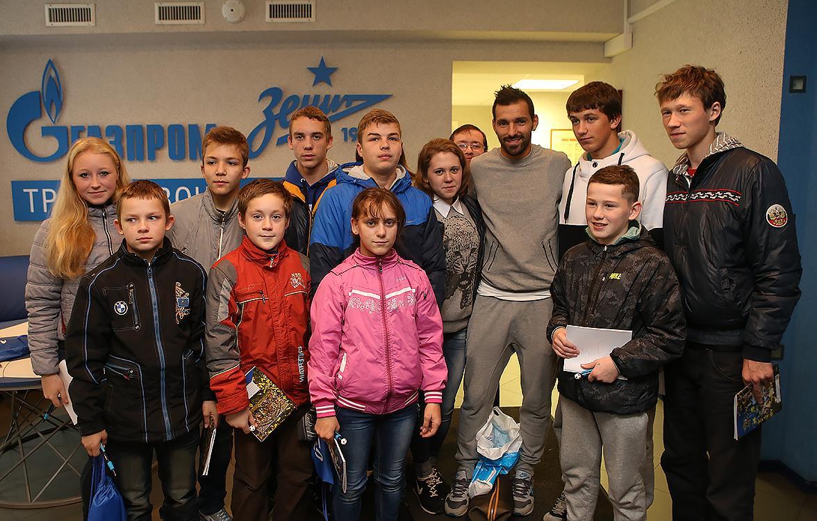 Воспитанники Каложицкого детского дома посетили тренировку «Зенита»