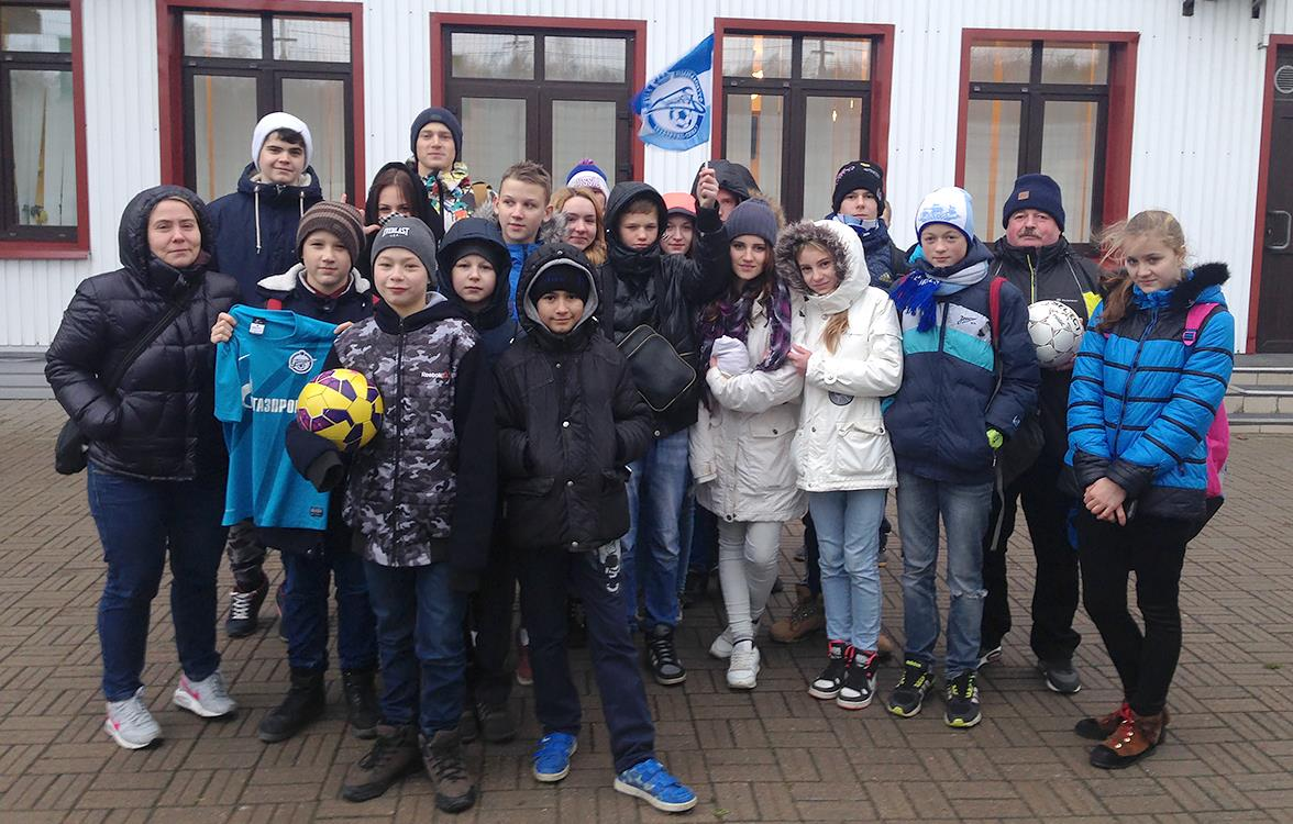 Воспитанники детского дома № 24 встретились с футболистами «Зенита»