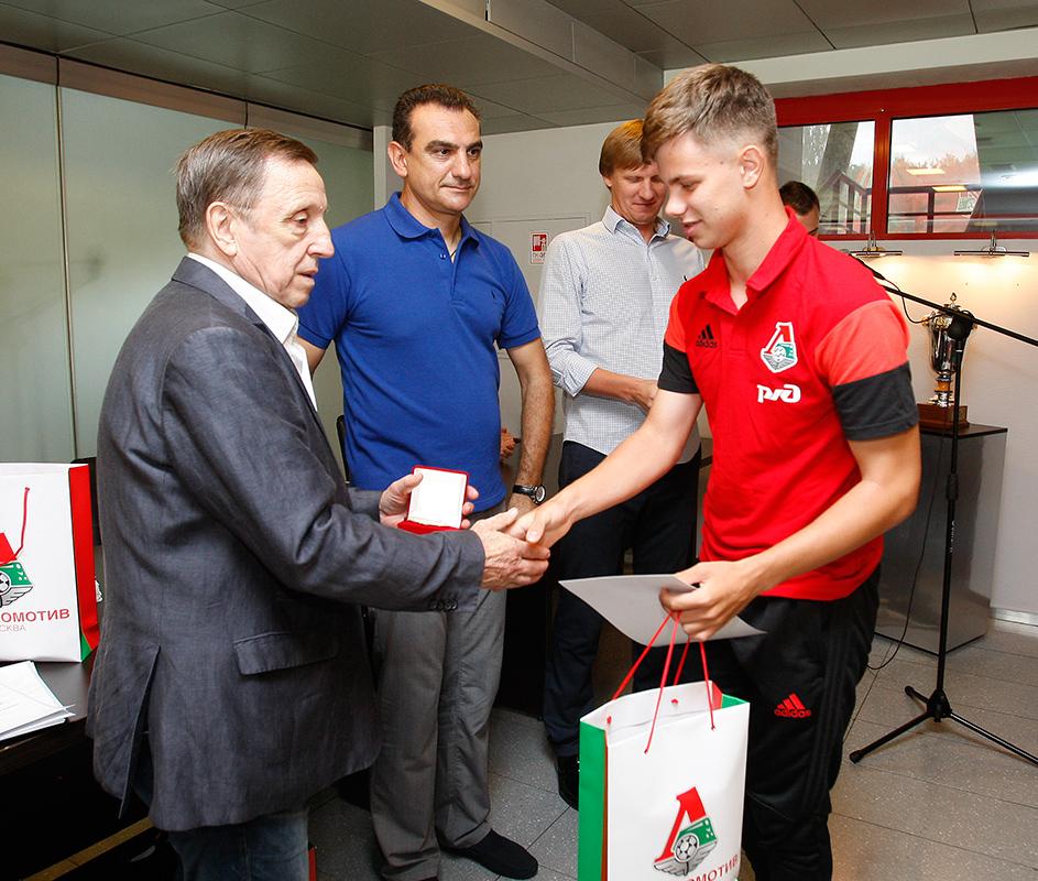 Молодежке «Локомотива» вручили золотые медали