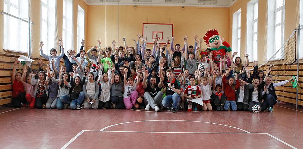 Анисимов и Абаев приехали в гости к ребятам школы №1349