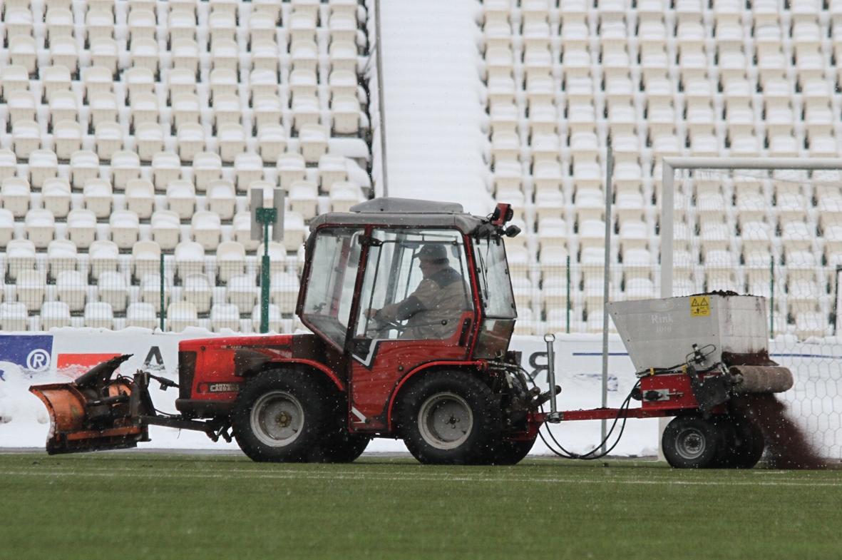 На стадионе «Звезда» завершаются работы по восстановлению газона