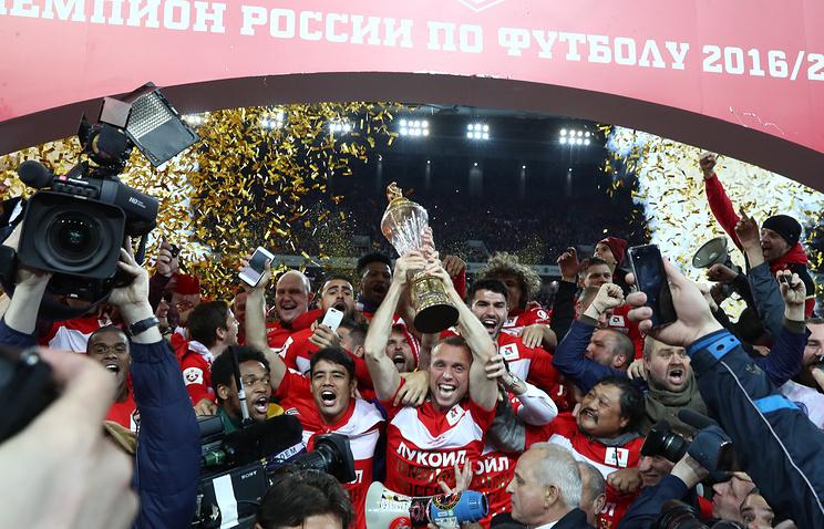 «Спартаку» вручили Кубок чемпионов России по футболу