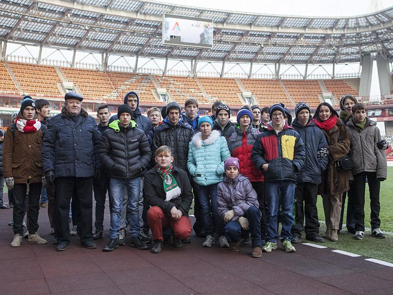 «Локомотив» согрел детские сердца