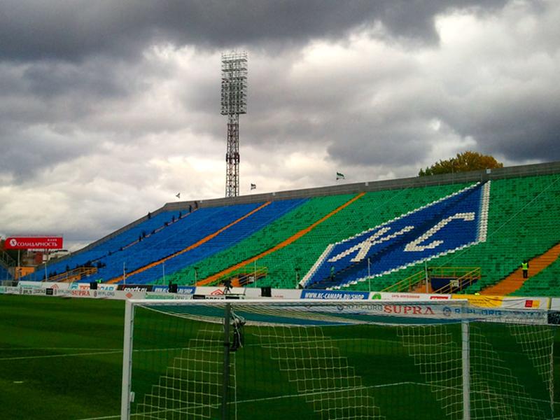 Поле стадиона «Металлург» закрыто