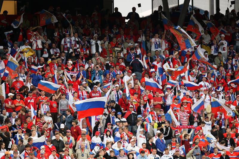 Болельщики сборной России приветствуют бельгийских друзей!