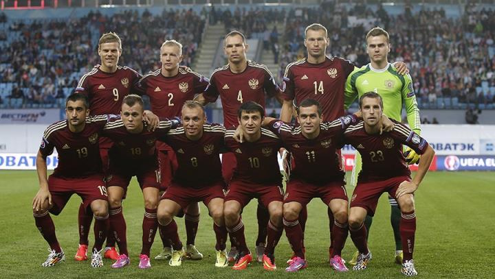 Сборная России проводит отборочный матч ЧЕ-2016 в Черногории