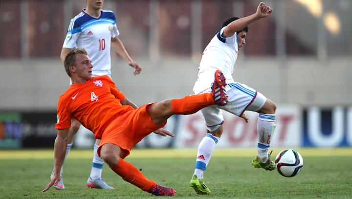 Юношеская сборная России проиграла голландцам на старте ЧЕ-2015