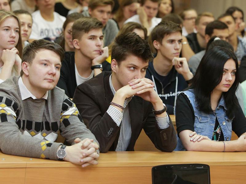 Студенты знакомятся с профессиональным футболом