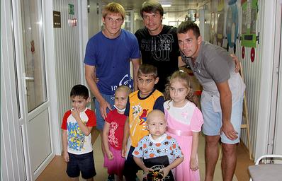 Футболисты «Краснодара» помогли тяжелобольным детям