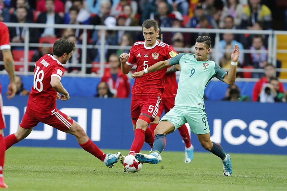 поэтому существует фоторепортаж с игры россия португалия это сочетании любовью